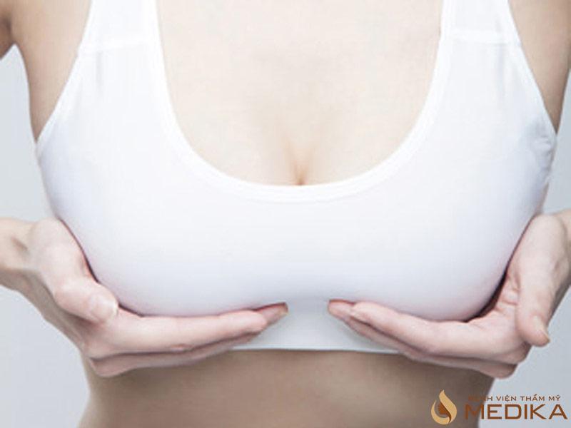 6 nguyên nhân ngực chảy xệ chẳng ai ngờ tới - Chuyên gia nâng ngực