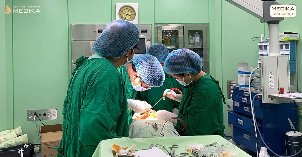 Phẫu thuật nâng vòng 1 an toàn nhờ tìm hiểu kỹ - Chuyên gia nâng ngực